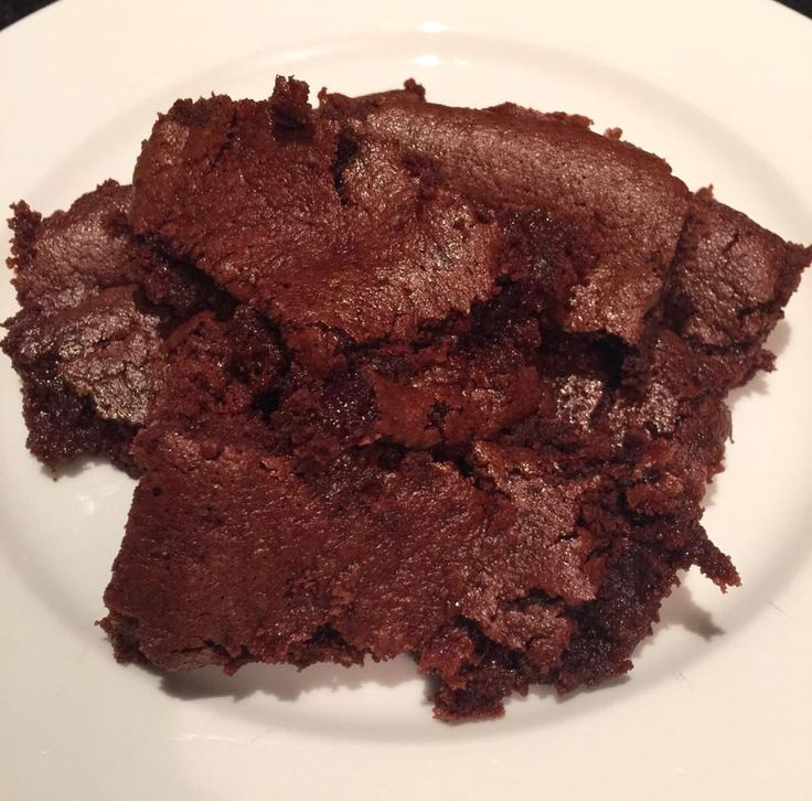 This recipe is: gluten free, grain free & dairy free 8-10 serves INGREDIENTS: 1 cup almond flour/ or meal 1/4 tsp vanilla powder 3 tbsp cacao 1/4 cup coconut oil 2 eggs 1/3 cup maple syrup 1/4 ...