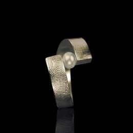 Vingerafdruk ring met parel