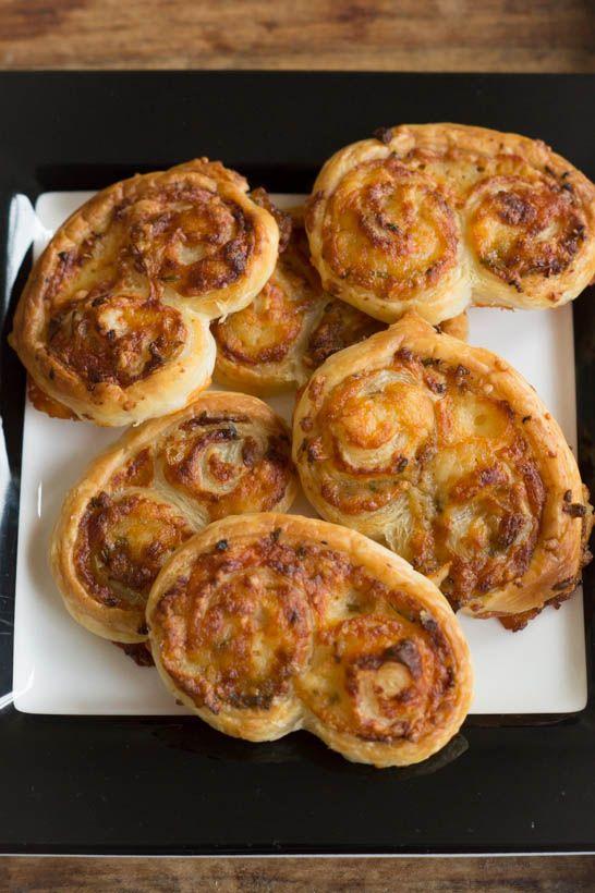 Bacon Kaas Vlinders Zelf Maken - I am Cooking with Love Een heerlijk hartige snack met bacon en kaas voor bij de borrel of een soepje.