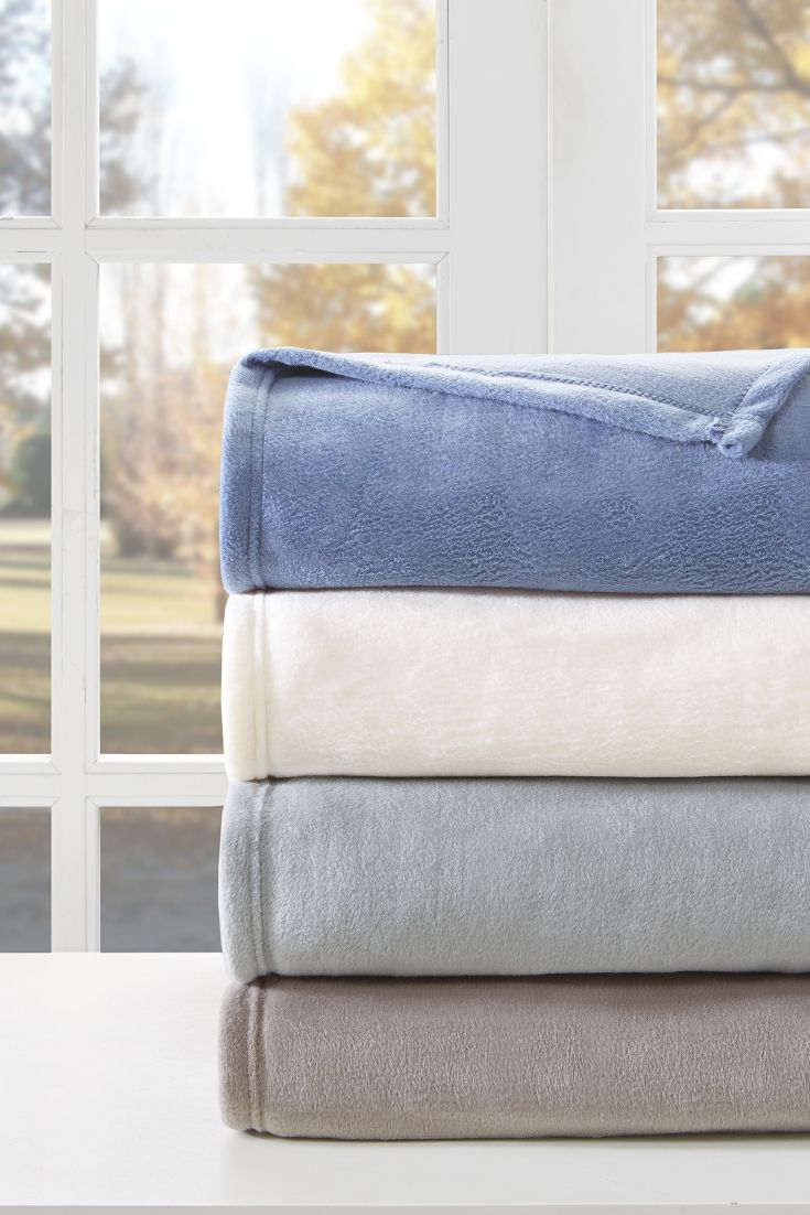 In order to keep your fleece blankets in the best condition, you must launder them in a way that is specifically suited for fleece fabric. Learn how here.