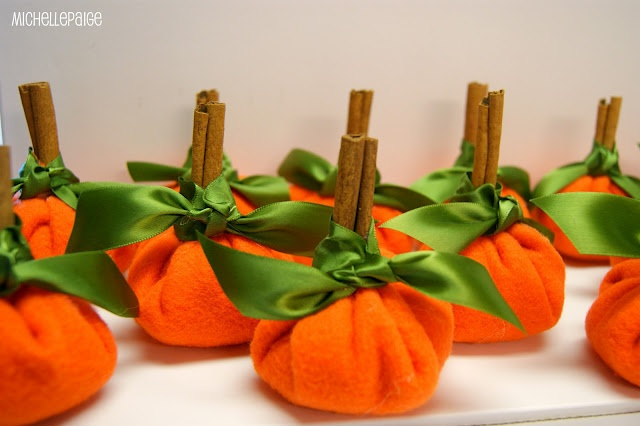 Thanksgiving name card holders: Michelle Paige, Place Card Holders, Thanksgiving Pumpkin, Michele Paige, Place Cards, Pumpkin Cards, Places Cards Holders, Pumpkin Places, Thanksgiving Tables
