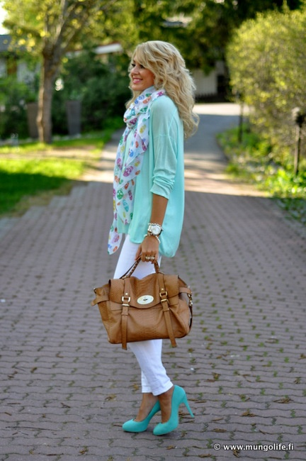 That scarf...that mint color...that bag...those shoes!