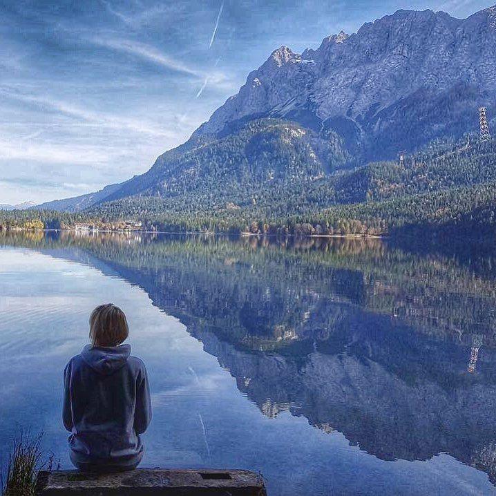 Unglaublich... ... wie entspannt eine Umrundung um den sonnigen Eibsee ist ... traumhaft schöne Ausblicke durch Herbstlaub auf Deutschlands höchsten Berg, die Zugspitze ... die Farbpalette 🎨 mit der die Natur zaubert ... dass man auf gut 8 km insgesamt 56 schwarze Mülltonne platzieren kann. ... ratlos.. was kann man dort alles rein werfen? ... wieviele Menschen es trotzdem schaffen ihren Müll in die Natur zu werfen. 😊 --- WELLNESS - REISEN - GENUSSREISETIPPS 📬WellSpa-Portal.de…
