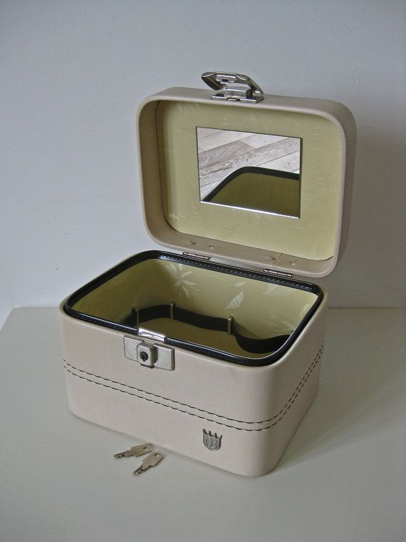French train case cream vanity case with 2 keys SOLD by Histoires on Etsy