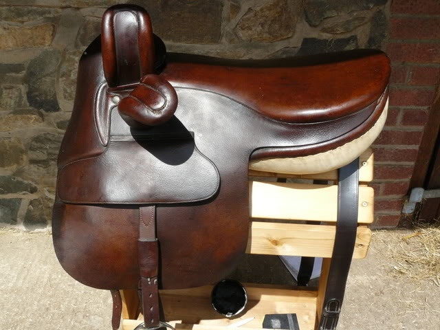 Beautiful, well-kept, side saddle!