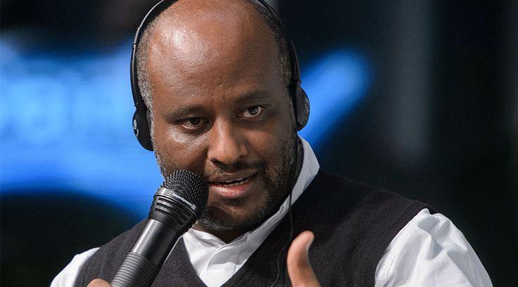 A cualquier hora del día o de la noche el sacerdote eritreo, P. Mussie Zerai, responde siempre a las llamadas pidiendo ayuda desde el Mar Mediterráneo, con las que él luego da aviso a salvamento marítimo para que los rescaten.