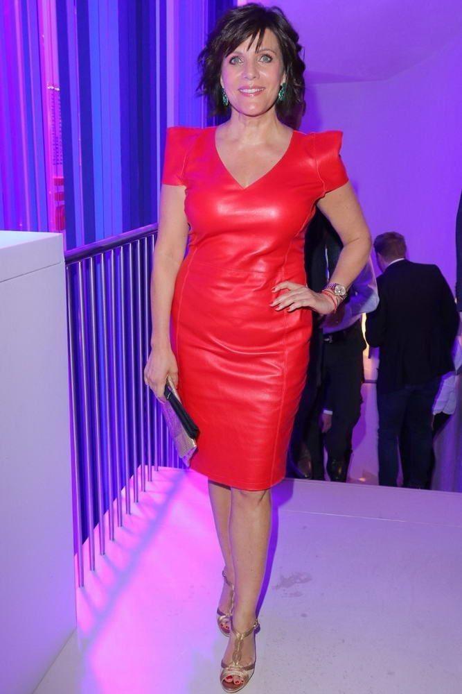 Pin von juan antonio auf Azul | Rotes lederkleid, Lederjacke