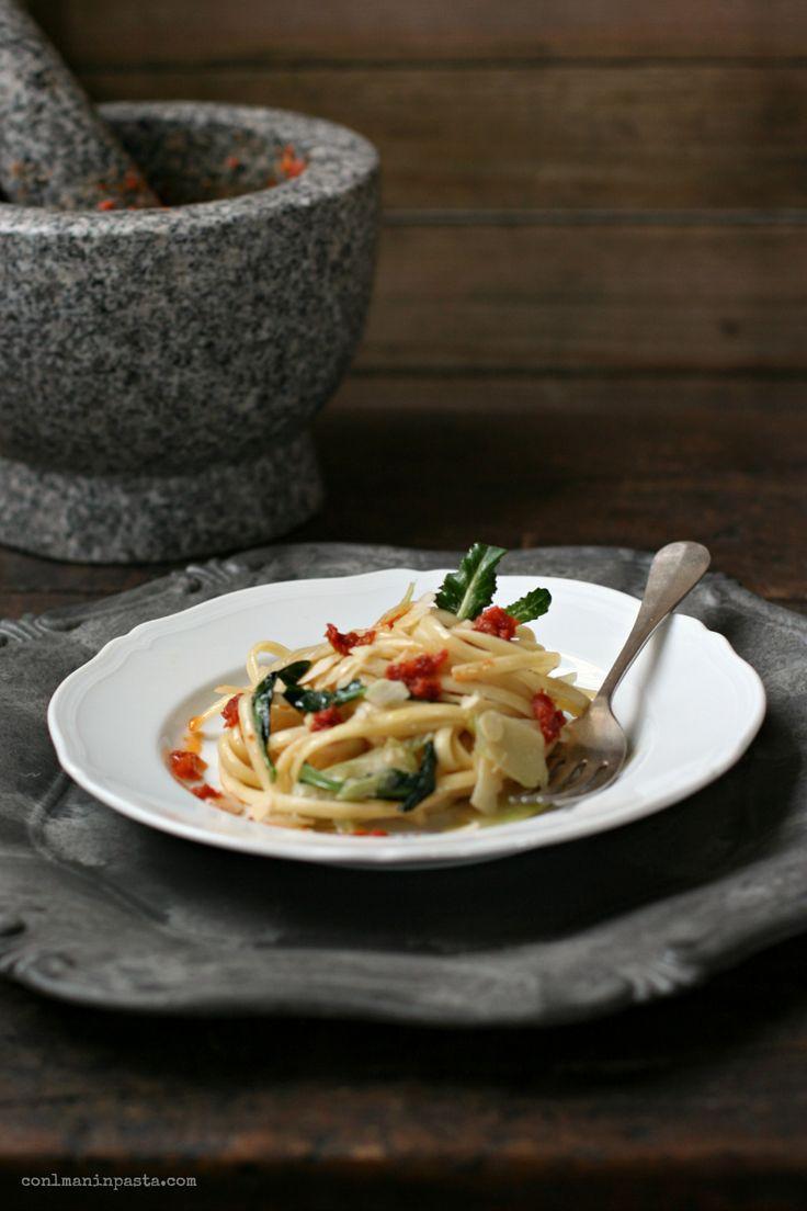 Linguine con Gambi e Foglie di Broccolo, Pesto di Pomodori Secchi e Mandorle - Con le Mani in Pasta