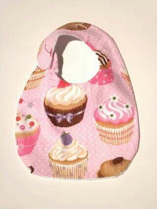 babero cupcakes hecho artesanalmente, elige otro estampado en Vrintela.com