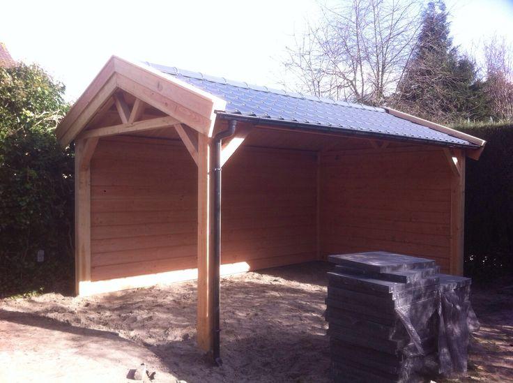 Kapschuur overkapping van douglas hout met dakpanprofielplaten op het dak - Veranda met dakpan ...