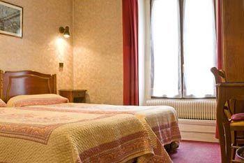 Hôtel Cluny Sorbonne - Paris £265.40 Total ~£33.20 pppn Trivago 8 Rue Victor Cousin, 6th - Paris