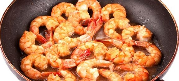 Quick and easy shrimp recipe in a succulent garlic butter that you make right on the stovetop. Perfect for a weeknight meal.