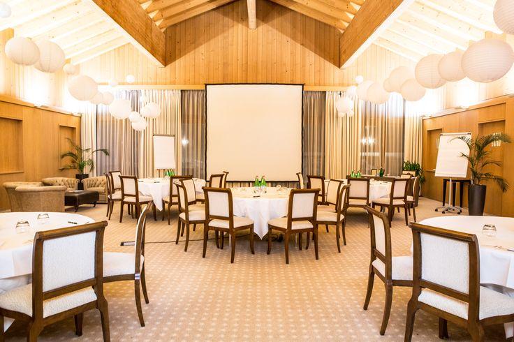 Pour vos événements : Eté comme hiver le Chalet RoyAlp est le lieu idéal pour vos événements! Il vous accueille dans un cadre d'exception pour l'organisation de séminaire, banquet, mariage ou événement privé. Une équipe professionnelle sera présente afin de faire de votre événement une réussite.