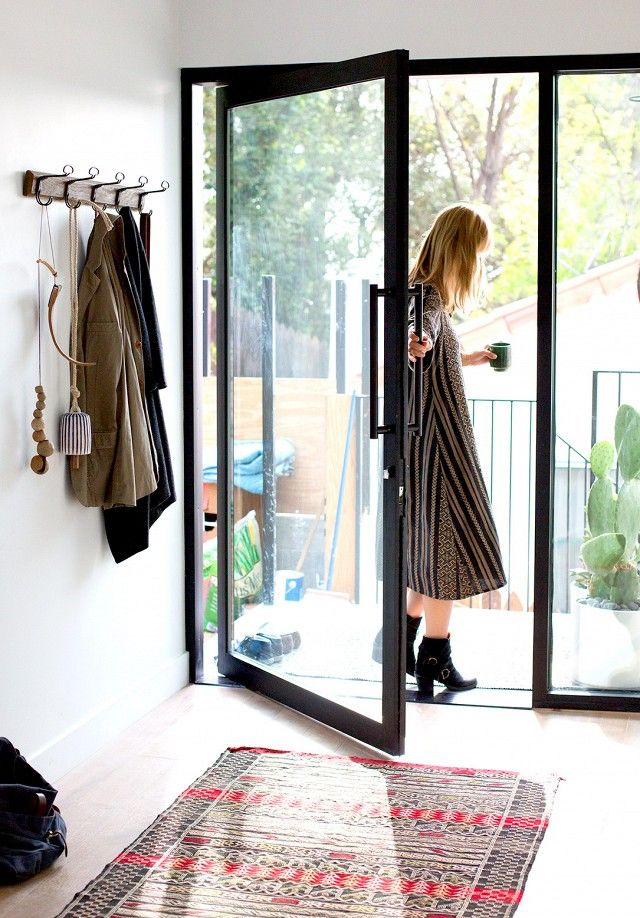Cleo and McShane Murnane, co-founders of the Los Angeles-based Project M+ - Porte d'entrée vitrée