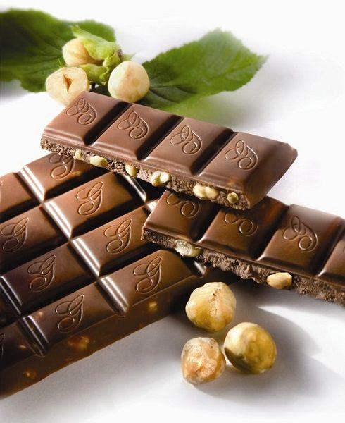 Festival čokolade v Radovljici  Pravi sladokusci so mnenja, da se največji zaklad Gorenjske skriva v pristno sladki Radol'ci, kjer aprila vsako leto poteka festival čokolade. Na Linhartovem trgu, v starem mestnem jedru Radovljice, se boste tudi letos lahko prepustili čokoladnim vonjem in okusom.  Več na: http://www.eslovenia.si/magazin/festival-cokolade-v-radovljici/#sthash.F8sbgToU.dpuf