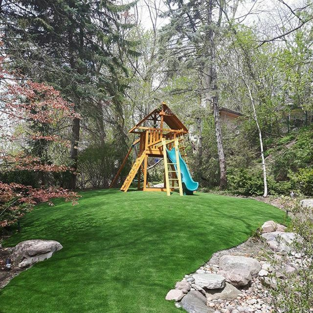 Eye Popping Photo Take A Peek At Our Write Up For More Concepts Artificialturfplayarea Fake Grass Backyard Backyard Play Artificial Grass