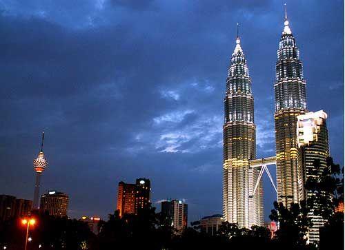 Petronas Towers kuala Lumpur, Federal Territory Malaysia,  http://www.99mustsee.com/Malaysia/Petronas-Towers-kuala-Lumpur-Federal-Territory-Attractions-1214