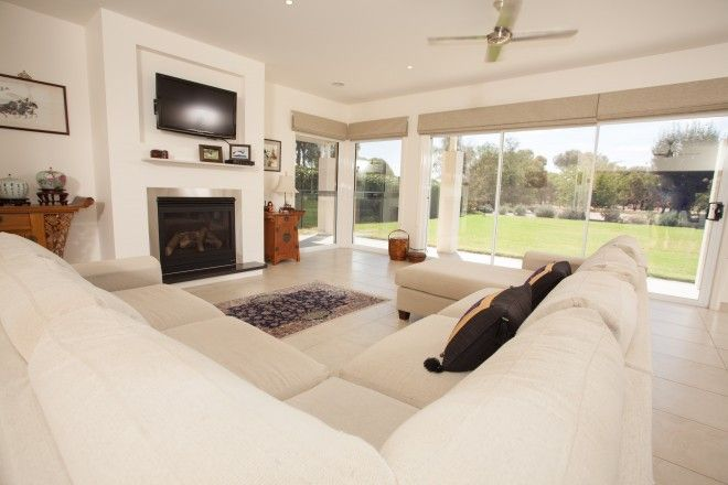 Realm Building Design Echuca - Murray Drive - living - fireplace -
