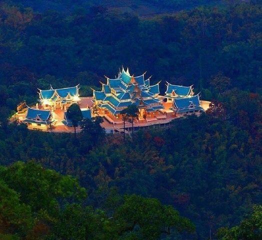 Лесной буддийский храм Ват Па Фу Кон, Таиланд