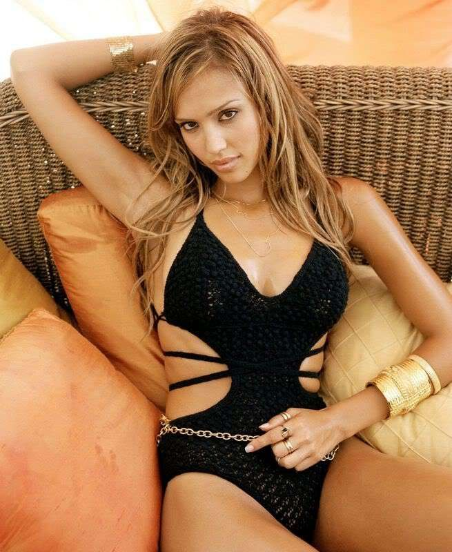 sexy-jessica-alba-topless-in-next-movie-charms-naked-man