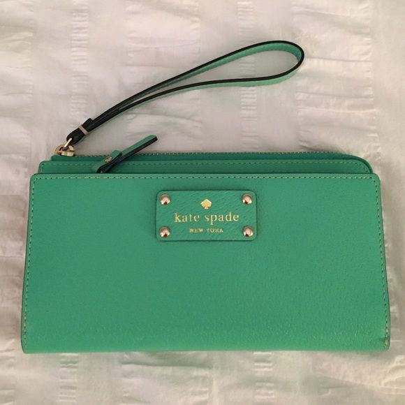 Kate Spade Layton Wellesley tech wristlet/wallet! Authentic Kate Spade tech wristlet/wallet in bud green with tan interior. Big enough for iPhone 6 & 6S! Brand new, used once  kate spade Bags Clutches & Wristlets