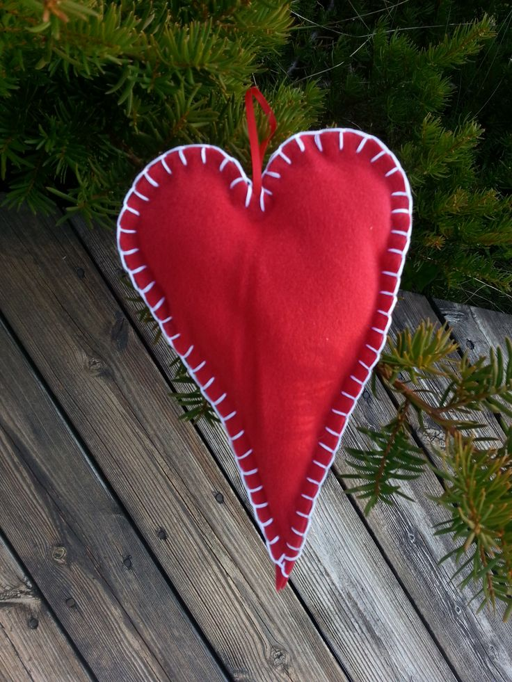Red christmas heart  Stine Fagerhaug Bolleboll Design