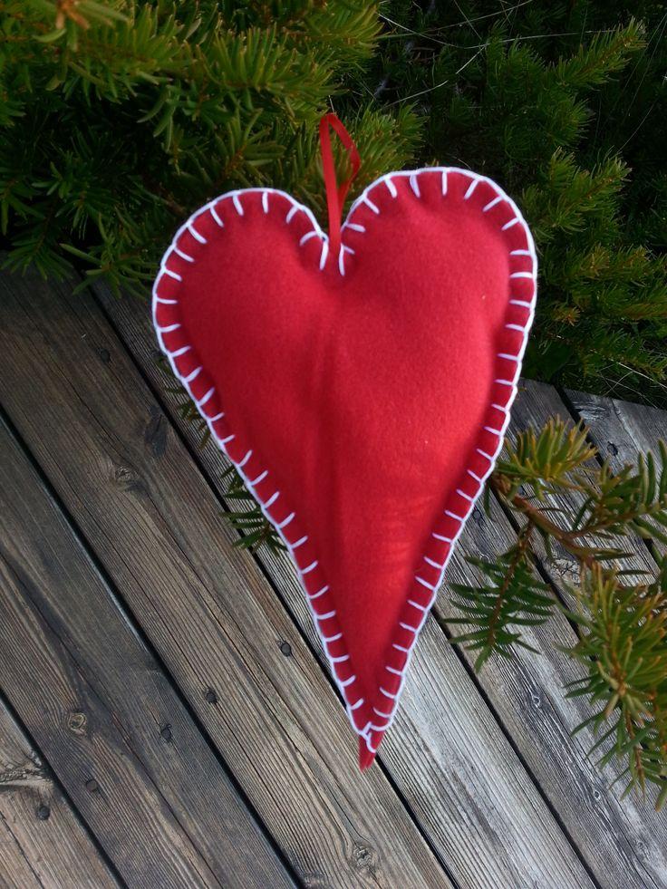 Red christmas heart  Stine Fagerhaug Bolleboll Design