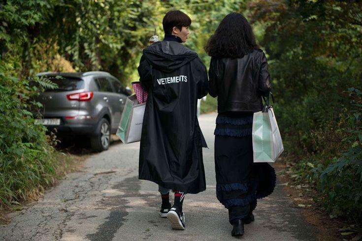 남양주 베트멍 개러지 세일 스트릿 스냅샷.jpg : vetements-seoul-matches-fashion-garage-7.jpg