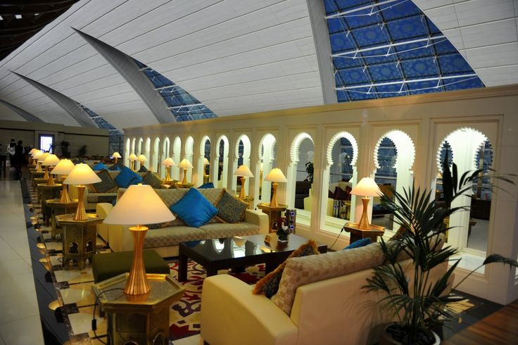 If you're flying first class or business class, you can relax in one of the Emirates lounges before you board the plane. From here you can board directly, before anyone else, without having to queue.