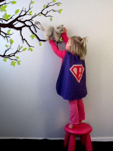 Super Hero Cape Pattern & Tutorial - sized for 18m-3T, + 4T+ Additional superhero applique designs (great idea, lol) - http://pukingpastilles.com/?p=213