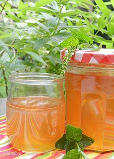 Gelée de jus de pomme à la verveine et menthe