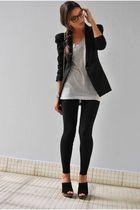 1. Con pantalones formales agregándole un collar  llamativo 2. Con jeans y blazer, 3. Con jeans y tacones, 4. Con shorts y botines, 5. Con pantalones tipo seda y flats / 1. With formal pants adding a statement necklace, 2. With jeans and a blazer 3. With shorts and booties, 4. With slik-like ankle pants and flats. 5. With skinny Jeans and heels. www.ourfavoritestyle.com