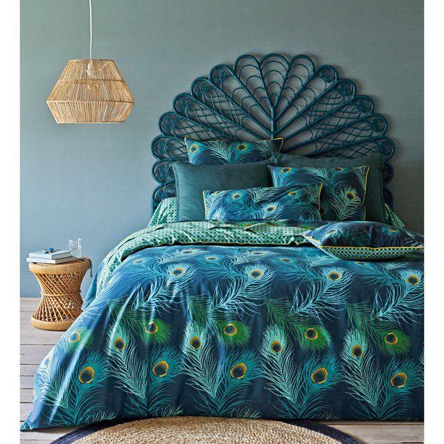 Élégance et légèreté des plumes de paons, richesse des tons et contrastes des motifs, la taie d'oreiller Shakhra saura séduire les amateurs de belles matières.