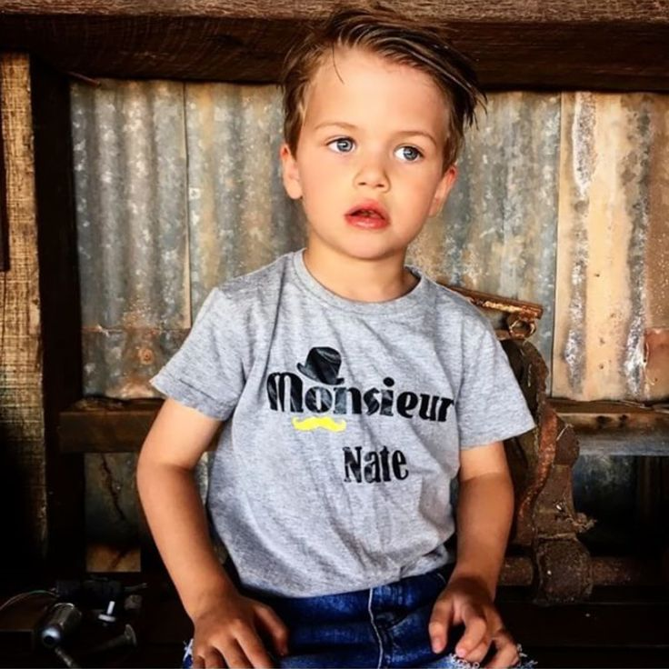 Bonjour & Happy weekend! Petit Nate rocking his #MÔMES personalised tee always melts my heart!!  Miss this little guy @kombilife ❤|| www.momes-store.com #momes#organic#personalised#picoftheday#nate