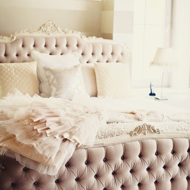 Such a lovely wedding bed! such a lovely day...  #weddingbad #marriagebed #rose #roses #lavienrose_lifestyle #love