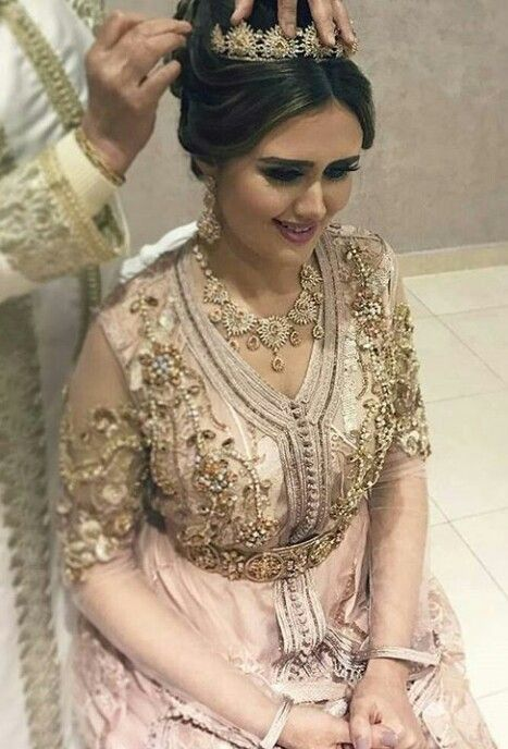 Caftan  takchita  robe de  mariage 2018 - Photos Mariées Marocaines -  Caftan Marocain de Luxe 2018   Boutique Vente Caftan Pas Cher 55bec1a712fe