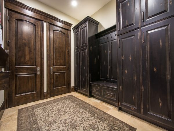 Lane Myers Construction Utah Custom Home Builders Mont Royal South Jordan Utah Luxury Custom Homes #customhomebuilder #realestate #lanemyers #lanemyersconstruction #utah #craftsman #customhomes #utahhomebuilders #utahcustomhomes #utahcustomhomebuilder #luxuryhomes #mudroom #bench #blackcabinets