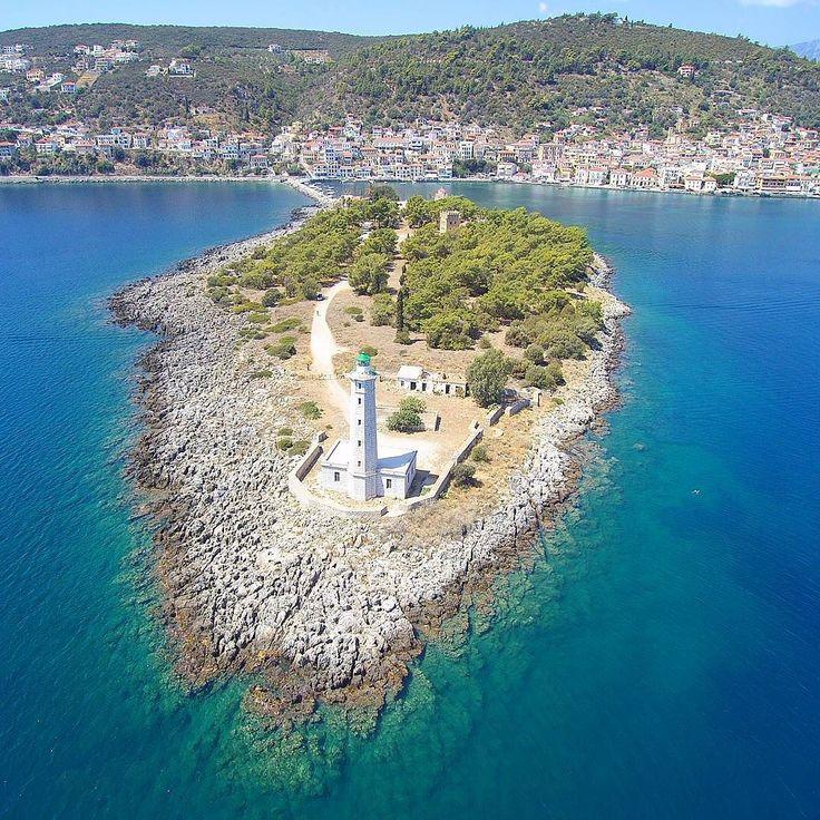 Πανέμορφο Γυθειο από ψηλά!! #happytraveller #kranea #gytheio  #peloponisos #lakonia #greece #visitgreece #drone #aerialvideo #aerialphotography #droneview #airvideos #Lighthouse #island #gythion