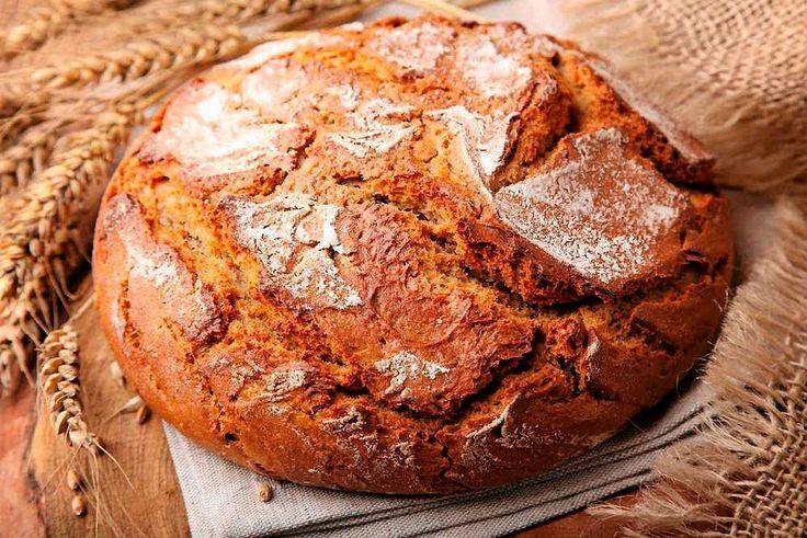 Jak upiec chleb bez maszyny do chleba? Wystarczy kilka składników, piekarnik i trochę doświadczenia.
