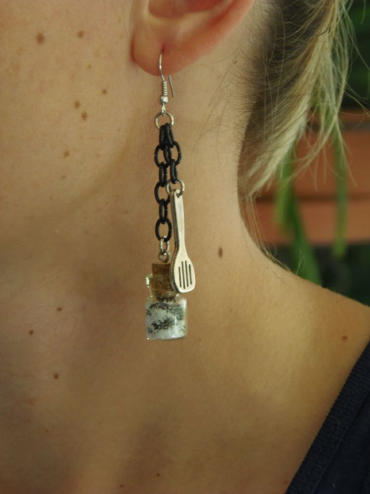 (27) Σκουλαρίκια με μπουκαλάκι με αλατοπίπερο και κουτάλα! http://laxtaristessyntages.blogspot.gr/p/blog-page_2315.html