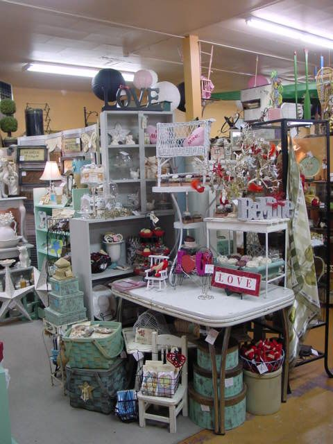 Booth display...hmm, when I see the gray shelves & turquoise in another booth....