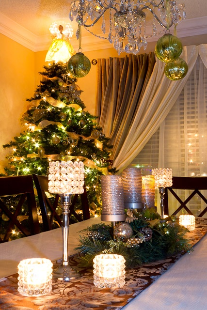 37 Wonderful Christmas Dining Room Dcor Ideas With Luxury Table And Chandelier Lamp Modern