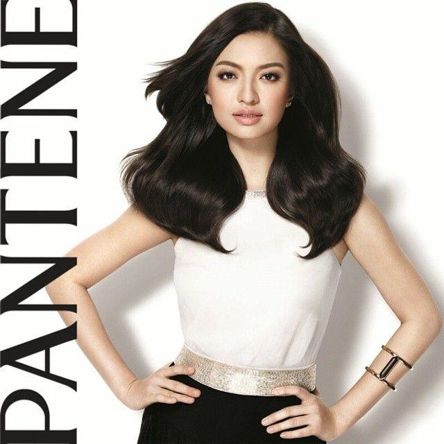 """""""Perempuan cantik bagi @raline_shah adalah mereka yg positif, optimis dan tdk selalu tergantung dgn make-up. #ShineStrong ❤"""""""