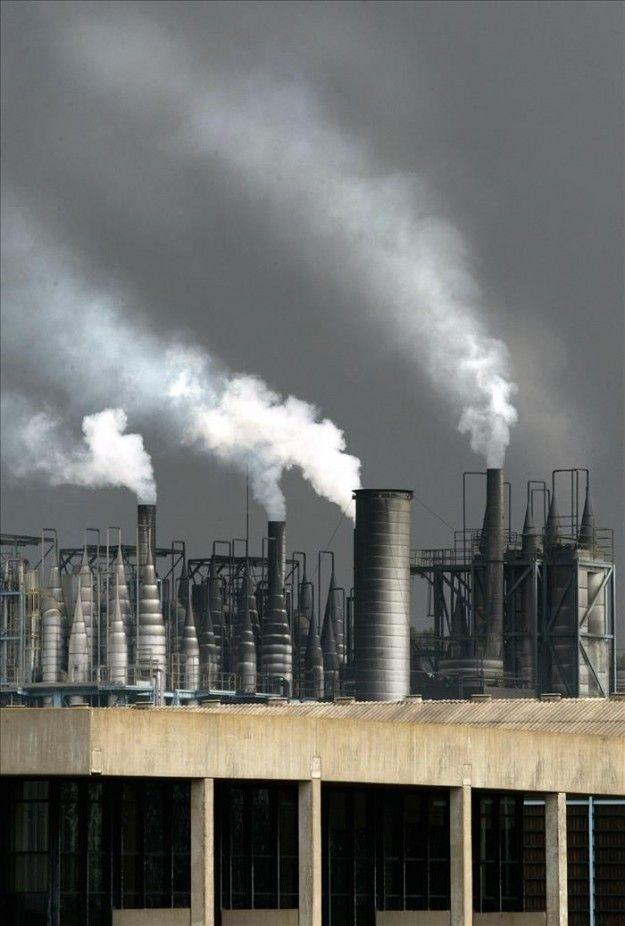 La Unión Europea da el visto bueno final a aplazar la subasta de permisos de emisión CO2