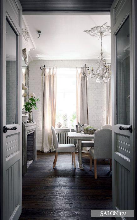 Квартира находится в одном из лучших мест старой Москвы—на Патриарших прудах
