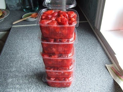 Замораживаем ягоду клубнику  Один из лучших способов - YouTube