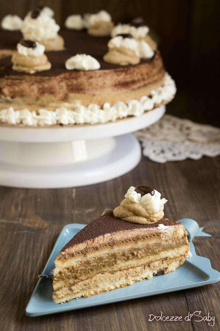 La torta al caffé cremosissima é una vera goduria, semplice da fare si presta ad essere preparata per qualsiasi occasione, dai compleanni al fine pasto.