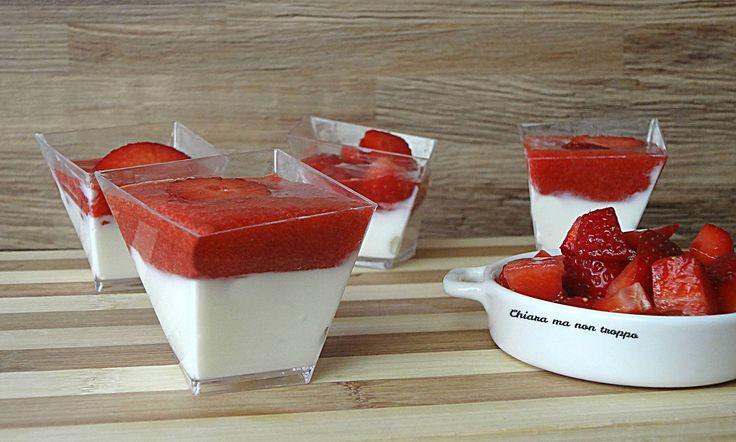 Bicchierini yogurt greco e fragole