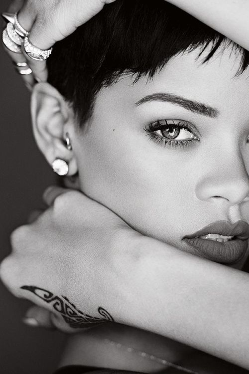 Rihanna: Rihanna Stunning, Girls, Faces, Black And White, Female Celebrity, Rhianna Tattoo, Black Beautiful, Black Hair Woman Portraits, Eye