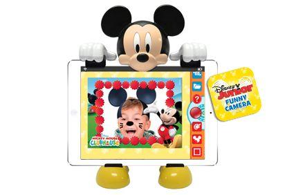"""Tablet Car Kit Con el nuevo soporte de tablets para coche Disney Junior los viajes serán una pasada. Los niños podrán disfrutar de todas las aventuras de Disney Junior, películas, música... durante todo el viaje ¡se les pasará volando! ¡ y a los padres también! El soporte se adapta a la parte trasera del asiento delantero y es compatible con cualquier tablet de 7"""" a 10"""" y también con iPad® y iPad® Mini.  Incluye también 2 apps de Diseny Junior."""